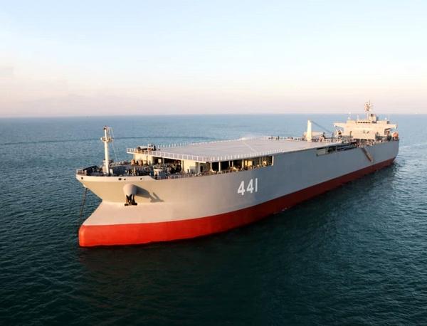 «ناوبندر مکران» و «ناو موشکانداز زره» به نیروی دریایی ارتش ملحق میشوند