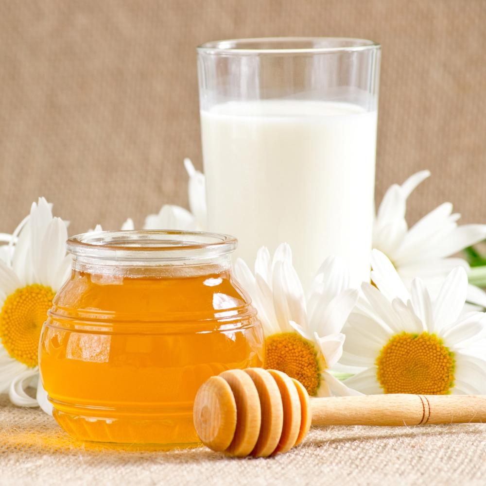 یک لیوان شیر و عسل گرم برای خودتان درست کنید