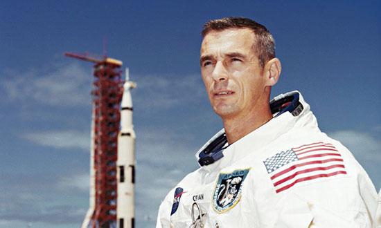 فضانوردانی که روی ماه قدم گذاشتند