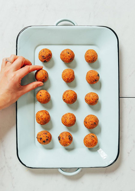 کیک هویج لقمهای خام؛ دسر مطلوب خام گیاهخواران