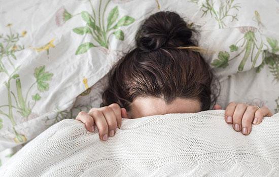 چرا احساس غم و اندوه طبیعی و حتی مفید است؟