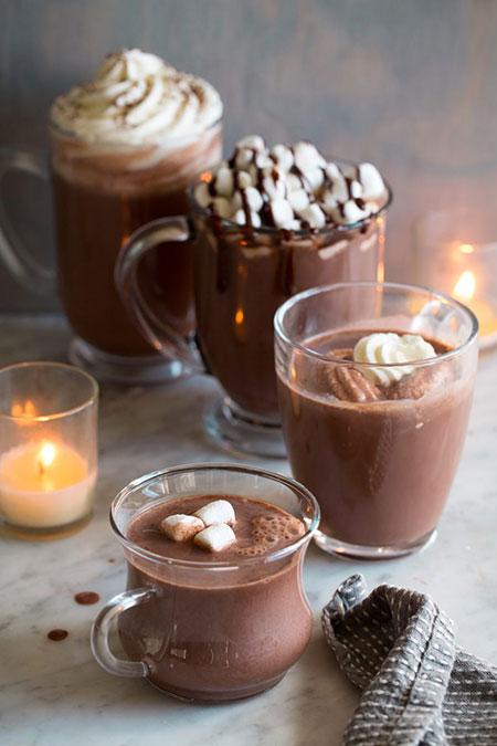 شکلات داغ غلیظ و خامهای برای خلوتهای پاییزی