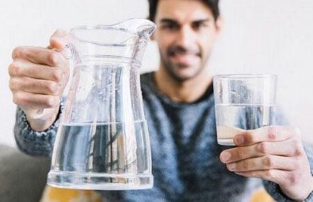 دربارهی نوشیدن آب؛ کدام درست و کدام غلط است؟