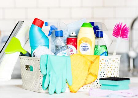 کار با مایع سفید کننده شوینده و پاک کننده خانگی رایج