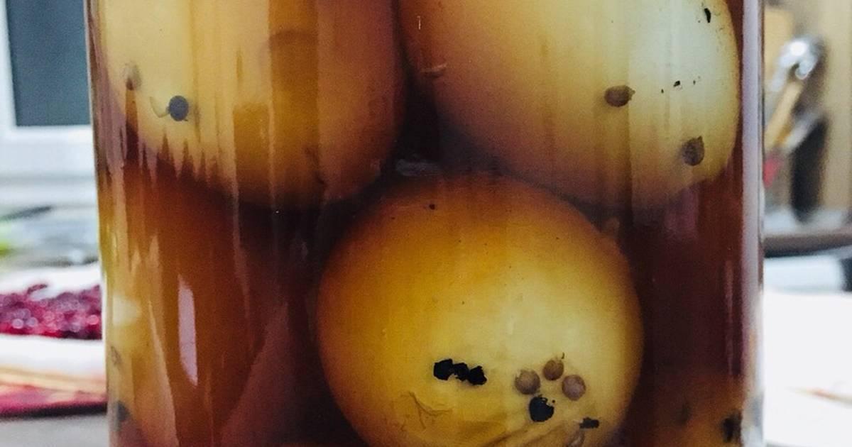 تخم مرغها را در یک شیشه درب دار برزید