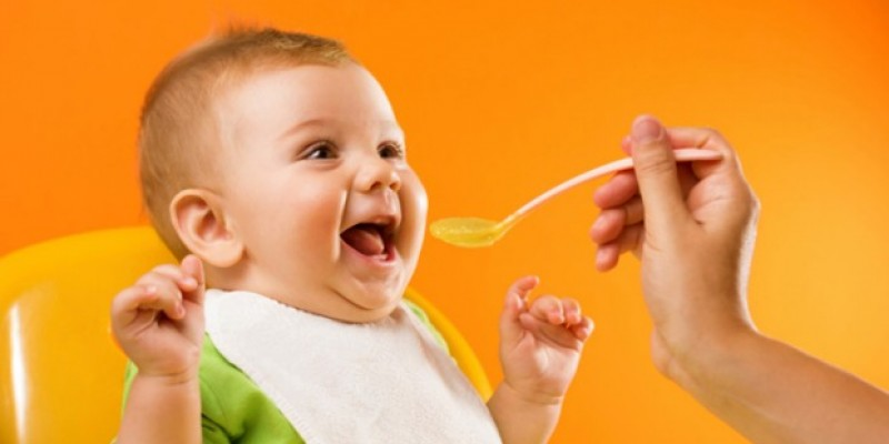 عوارض زود غذادادن به کودک