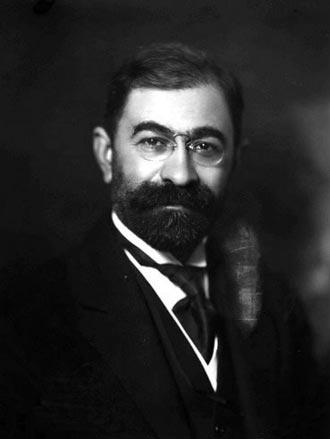 درباره فروغی، مرد پشت پرده خاندان پهلوی