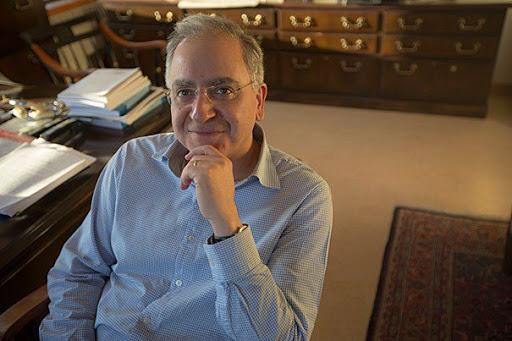 آدمحسابیها؛ پروفسور کامران وفا، مقیم آمریکا