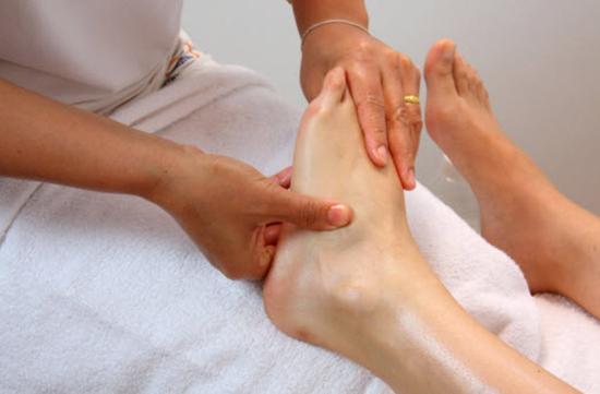 ماساژ/ درمان گزگز دست و پا