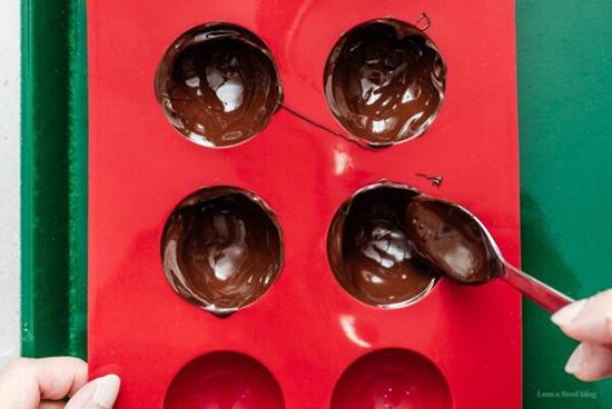 طرز تهیه بمب شکلات داغ؛ ترند غذایی جدید شبکههای اجتماعی
