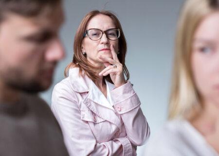 طرز رفتار با خانواده شوهر که رفتاری ناهنجار دارند!