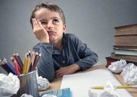 چگونه کودک خود را به نوشتن تکالیف ترغیب کنیم؟