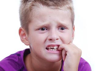 ناخن جویدن در بچها