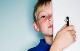 به کودکی که رابطه ی جنسی والدین را دیده است، چه بگوییم؟
