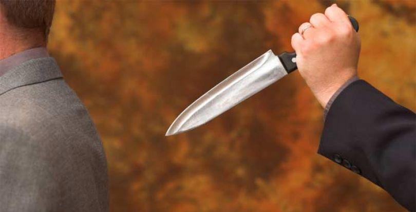 خنجر از پشت