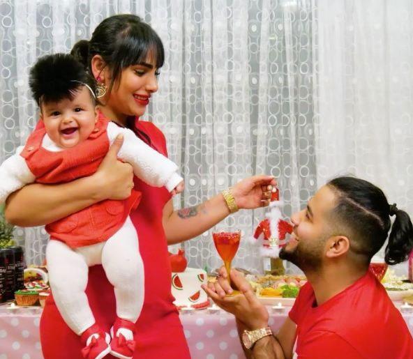 میلاد حاتمی با همسر و فرزندش