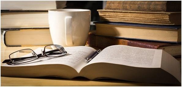 کتاب وعینک وفنجان
