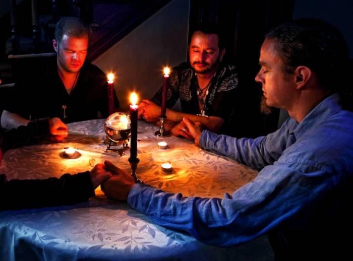 آموزش احضار روح با شمع/ احضار روح با آیینه