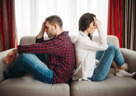 سردی رابطه/6 علامتی که نشان می دهد مرد زندگیتان از شما دوری می کند!