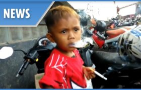 باورکردنی نیست ولی این کودک سیگاری روزانه دهها نخ سیگار می کشد!!!