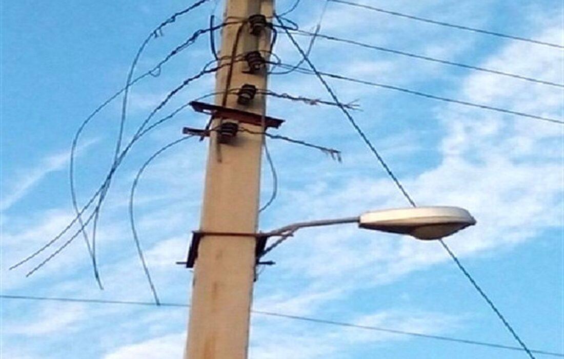 فیلمی از سرقت کابل های برق در خرمشهر در روز روشن