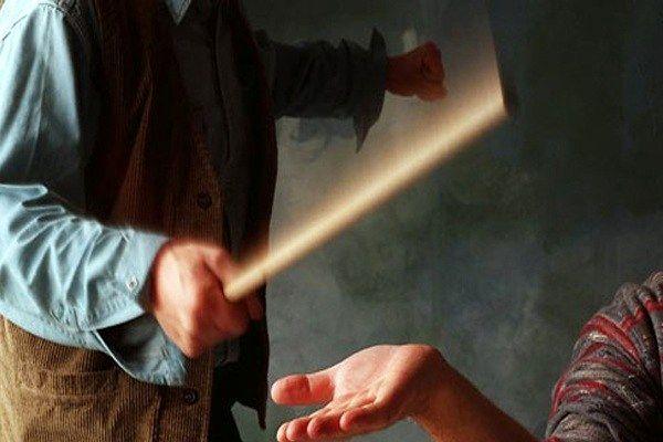 راز کودک آزاری های هولناک در کلانتری فاش شد/شلاق زدن کودکان دوقلو