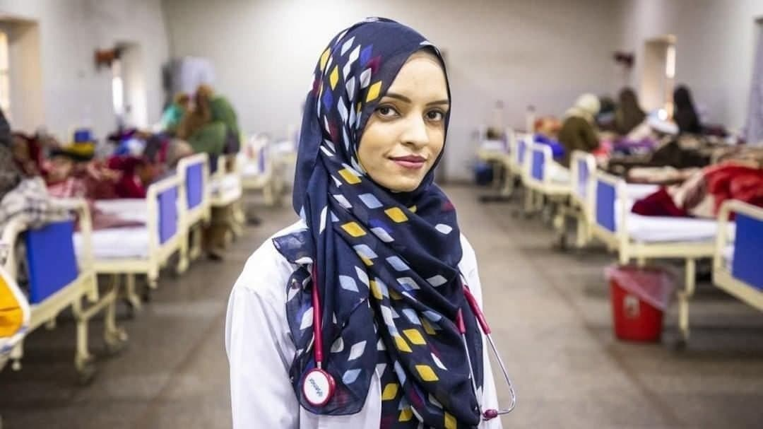 پزشک زن افغان