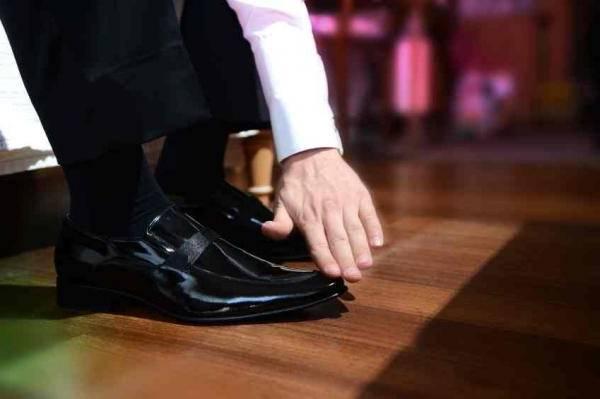 رفع لکه های روغنی روی کفش
