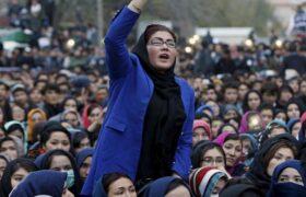 طالبان: استفاده از گوشی دوربیندار را برای زنان ممنوع است