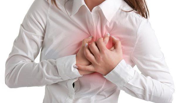 ۸ علامتی که بدن ۱ ماه قبل از سکته قلبی نشان میدهد!