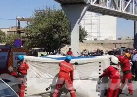 خودکشی دختر جوان از پل عابرپیاده  میدان بار نوغان مشهد/فیلم