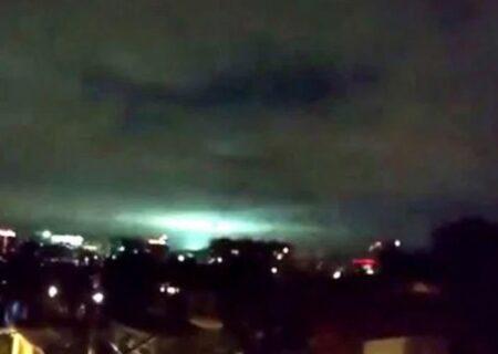 نور زلزله عجیب در مکزیک /فیلم لحظه وقوع زلزله ۷.۱ ریشتری