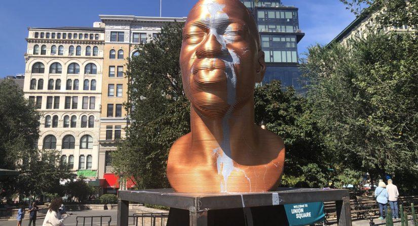 مجسمه جورج فلوید