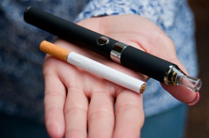 سیگارهای الکترونیکی در مقابل سیگارهای معمولی!/محبوبیت در بین نوجوانان