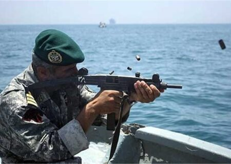 حمله دزدان دریایی به نفتکش ایرانی/دفاع نیروهای مسلح ایران/فیلم