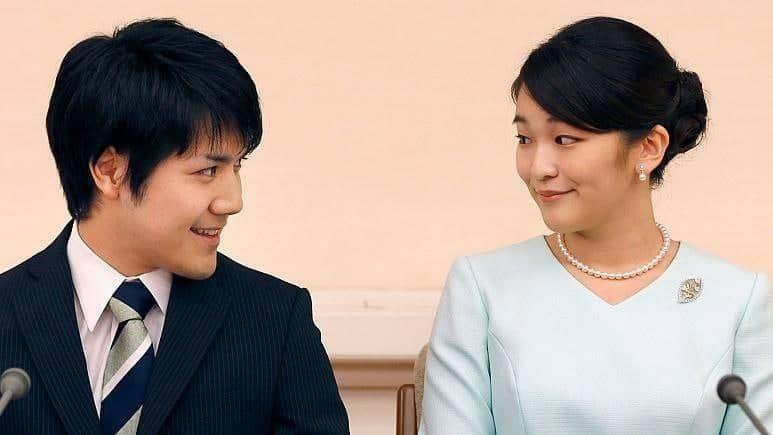 شاهدخت دربار ژاپن بخاطر ازدواج با یک مرد عادی، قید سلطنت را زد!