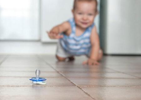 کودکان و میکروب ها/ کودکان در برابر میکروب ها مانند جاروبرقی هستند!